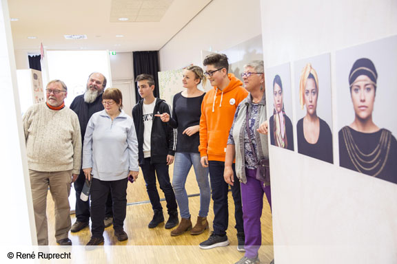 Demokratie leben und gestalten - MGH besucht Wanderausstelllung