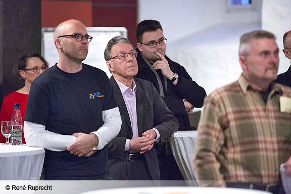 Mittel für erste Projekte: Besucher der Demokratiekonferenz folgen aufmerksam den Vorträgen des Landrats, des MGH's und der Polizei. (Foto: René Ruprecht/MGH)