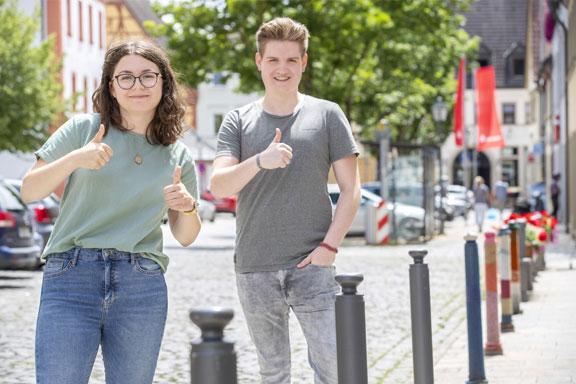 Neues junges Engagement für demokratisches Handeln: Die Initiatoren des Jugendforums der Partnerschaft für Demokratie im Landkreis Haßberge: Hannah Baunacher und Jakob Röder. (Quelle: René Ruprecht / MGH)