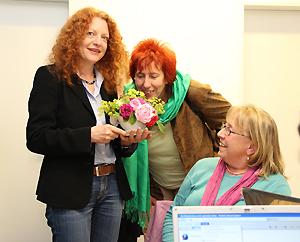 Politikerin Margarete Bause (links) bei deren Rundgang durch das MGH (Foto: Markus Erhard)