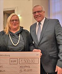 Preisverleihung Würzburg 2015, Scheckübergabe (Foto: Sabine Meißner)