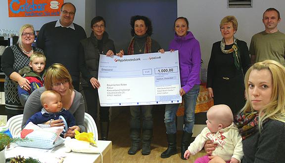 Sozialsponsoring: Firma PMA überreicht einen Spenden-Scheck