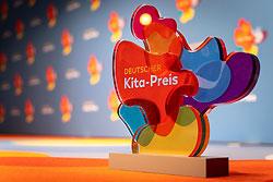 Nominiert für den Deutschen Kita-Preis 2021: Trophäe Deutscher Kita-Preis 2020 © DKJS/ F. Schmitt und A. Wendler