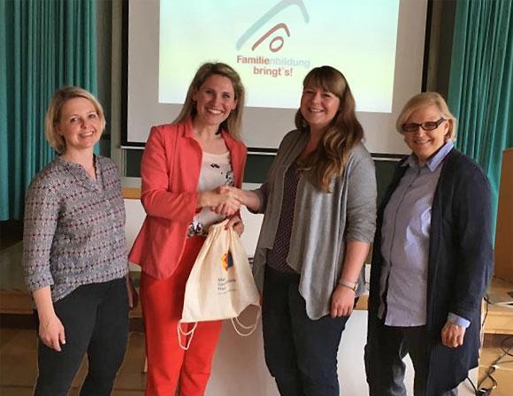 MGH-Repräsentantinnen bei der Aufnahme in die Landesarbeitsgemeinschaft (LAG) Bayerischer Familienbildungsstätte n e.V.