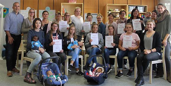 17 neue Babysitter aller Generationen für den Landkreis einsatzbereit (Foto: Jakob Röder/MGH)