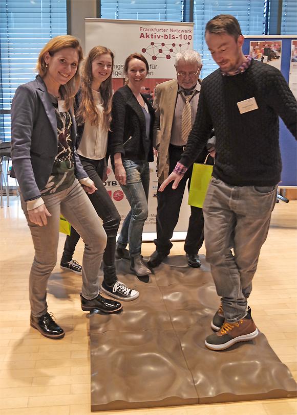 Gehparcourstest bei der Preisverleihung des Demenz-Support Stuttgart