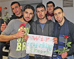 Flüchtlinge im Landkreis reagieren öffentlich in Haßfurt: Wir respektieren Frauen!