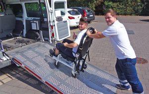 BRK Fahrdienst mit Tragestuhl
