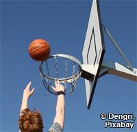 Spendenaktion: Basketball am Coca Cola Stand (Foto: Dengri, Pixabay)