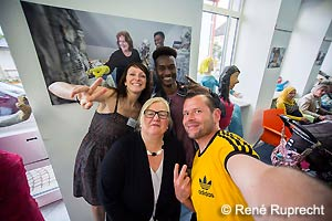 Bei der Ausstellungseröffnung (Selfie: René Ruprecht)