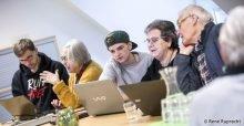 Reger Austausch zwischen den TeilnehmerInnen und den Schülern im Computer-Mittwoch (Foto: René Ruprecht/MGH)