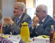 Landrat Rudolf Handwerker dankt MGH für die Unterstütung beim Seehofer-Besuch