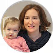 """Tanja Dürrbeck leitet den """"Offenen Stilltreff"""" - und Tochter Ella ist immer mit dabei"""